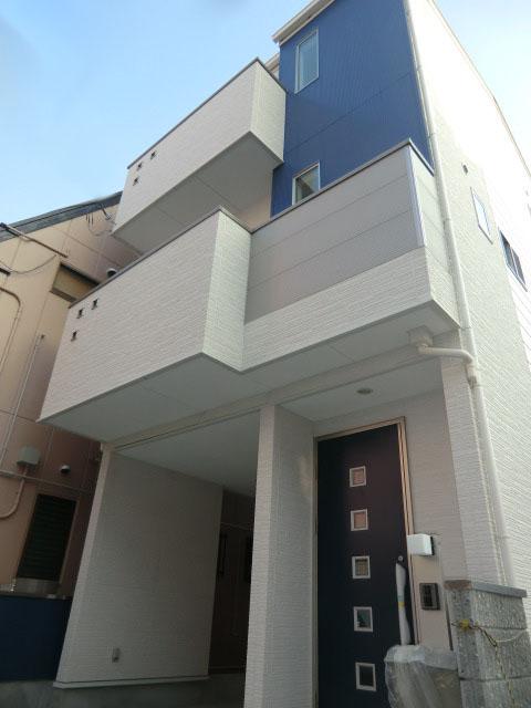 【かやのんの家】スタイリッシュな狭小住宅木造3階建ての家