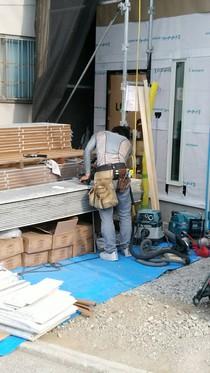 外壁サイディング工事 透湿防水シートをを施工後サイディングを張っていきます。