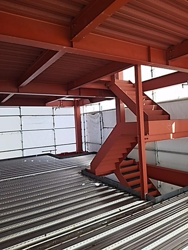 鉄骨階段及びデッキプレート