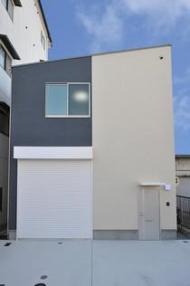 1000万円台で建築した住居と仕事場を兼ね揃えたローコスト倉庫ハウス