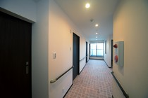 明るく移動しやすい廊下