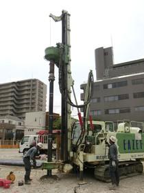 地盤改良工事 EZ鋼管杭施工中