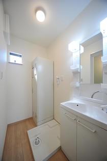 洗面脱衣室 洗面化粧台 洗濯パン 電気温水器
