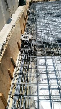 重量鉄骨造のベースとなる鉄筋コンクリートベタ基礎のベースパックと地中梁。やはり深いしごっついです!