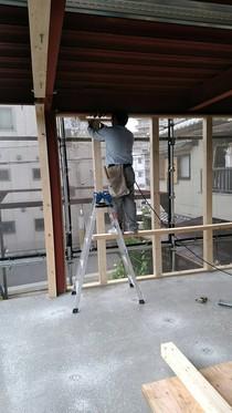 大工工事 木軸で下地を作っています。