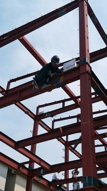 重量鉄骨造 鳶職人 ボルト締め ごっつい鉄骨柱&鉄骨梁