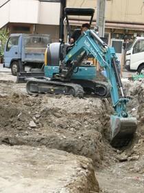 基礎掘削工事 重量鉄骨造の基礎なのでかなり深く掘削します。こんなに掘るの???と言われました。