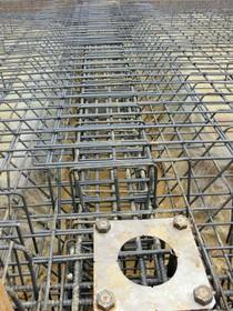 重量鉄骨造の基礎なので鉄筋コンクリートベタ基礎ベースパック柱脚工法を採用しております!