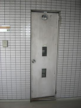 リフォーム松原市 メーターボックス扉の修理