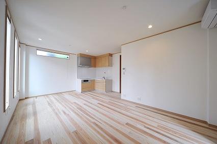 自然素材の健康住宅もお任せ下さい!無垢杉フローリングと漆喰壁の和モダン住宅