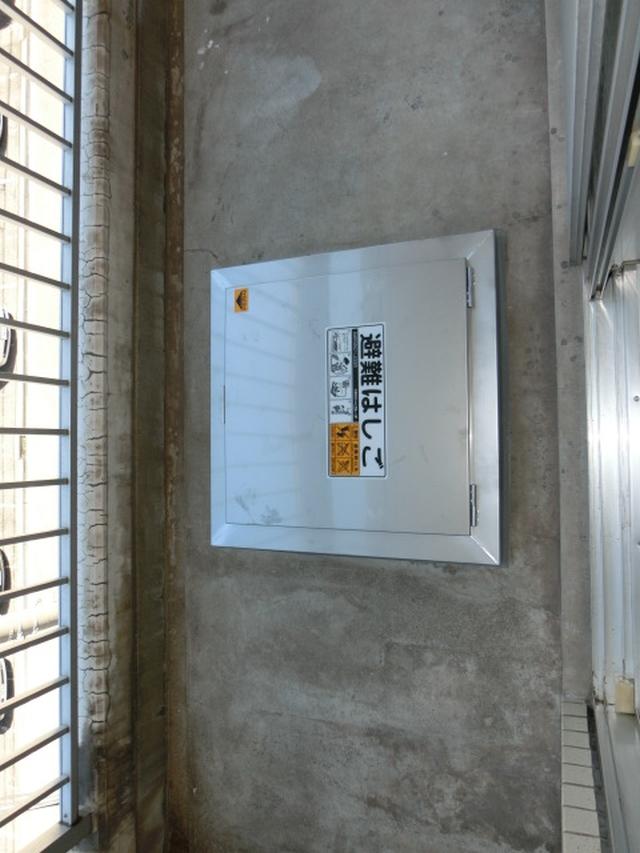 リフォーム大阪市住吉区 バルコニー避難ハッチ・避難ハシゴ交換