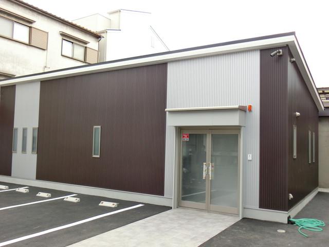 シンプルモダンデザインの平屋建て事務所